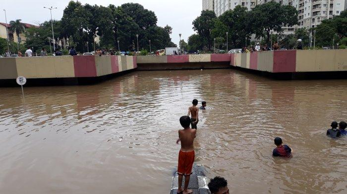 Warga Sebut Drainase Buruk dan Curah Hujan Tinggi Jadi Penyebab Banjir Rendam Underpass Kemayoran