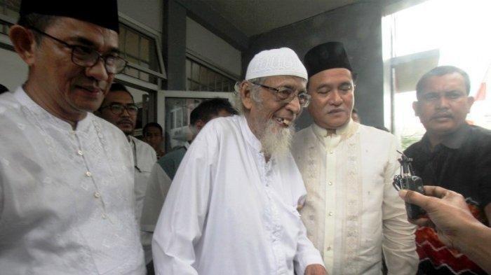 Abu Bakar Ba'asyir Akan Dikawal Densus dari Lapas Gunung Sindur hingga ke Rumah