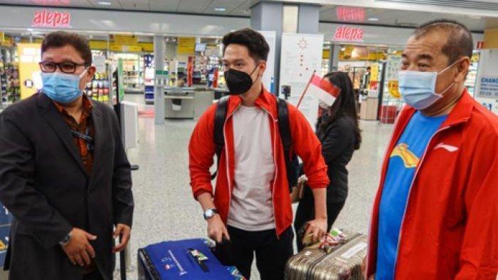 Tim Bulutangkis Indonesia yang berlaga di Piala Sudirman 2021 tiba di Bandara Internasional Helsinki di Vantaa, Finlandia, Rabu (22/9/2021) siang waktu setempat.
