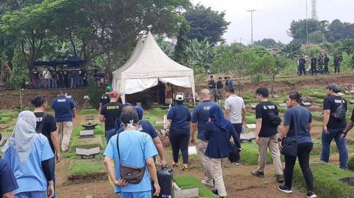 Tim DVI RS Polri Tiba di TPU Tanah Kusir, Proses Autopsi Jasad Putri Karen Pooroe Dimulai