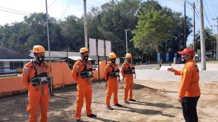 Tim Operasi SAR persiapan pencarian korban yang hilang saat menjaring ikan di Perairan Selaring, Desa Sebagai, Bangka Selatan, Senin (13/9/2021) pagi.