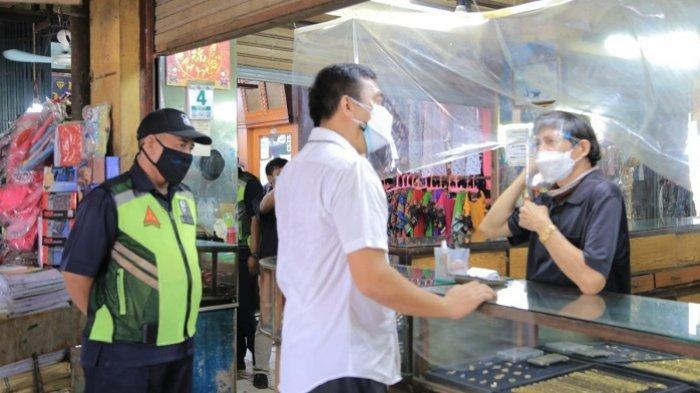 Tim Pengawasan Prokes Pasar tradisional di Kota Tangerang untuk memantau pelaksanaan protokol kesehatan di pasar-pasar tradisional yang dikelola Pemerintah setempat, Rabu (4/8/2021)