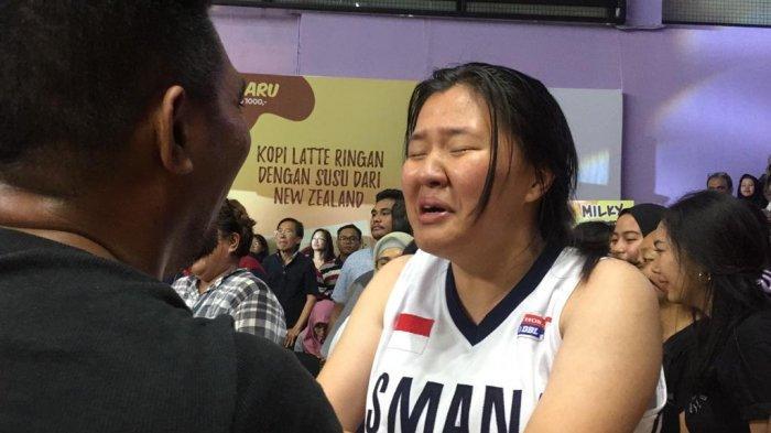 BERITA FOTO: Tangis Pecah Saat Tim Putri SMA 1 Jakarta Juara Honda DBL DKI Jakarta North Region