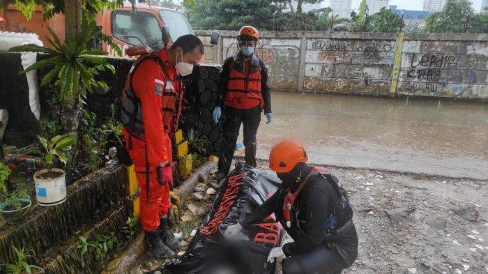 Petugas Temukan Pemuda yang Lompat dari Flyover Kalibata ke Kali Ciliwung dalam Keadaan Tak Bernyawa