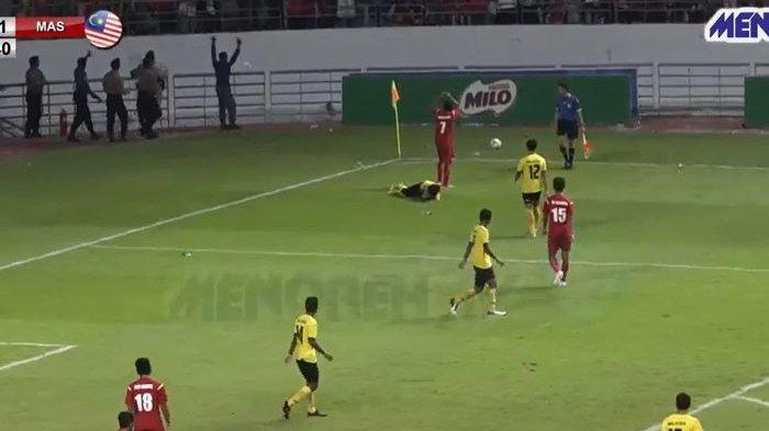 Timnas Pelajar Indonesia Posisi Ketiga ASFC U-18 2019, Aksi Garuda Pelajar Lindungi Pemain Malaysia