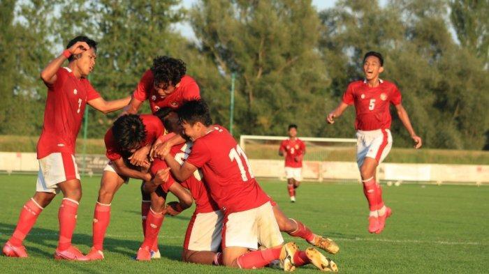 Para pemain Timnas U-19 Indonesia melakukan selebrasi setelah menciptakan gol ke gawang Arab Saudi, di Stadion Igraliste NK Polet, Sveti Martin na Mauri, pada Jumat (11/9/2020).