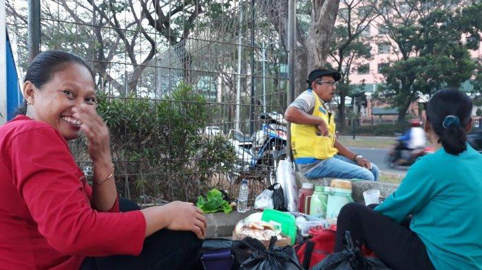 Cerita Tini Penjual Nasi Uduk Depan Siloam Karawaci, Kagum dengan Bakti Reynald Terhadap Orangtua