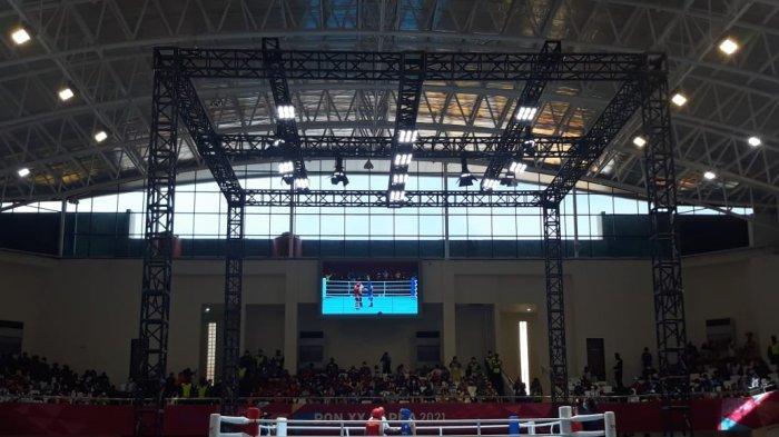 Suasana di GOR Cendrawasih, Kota Jayapura, yang menjadi venue pertandingan tinju PON Papua, pada Selasa (5/10/2021).