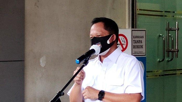 Mendagri Tito Karnavian Minta Kepala Daerah Turun Langsung Berikan Bansos Pada Masyarakat