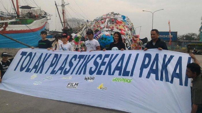 Dukung Larangan Gunakan Kantong Plastik, Pasar Jaya Siapkan 20.000 Besek Bambu