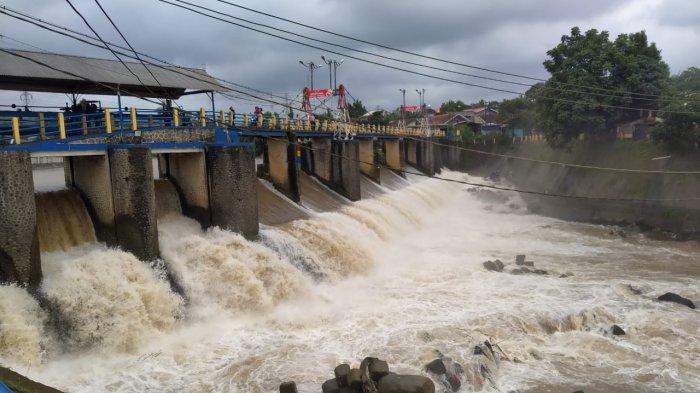 UPDATE Ketinggian Muka Air di Sejumlah Pintu Air, Katulampa Normal, Pasar Ikan Siaga 3