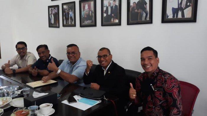 Togar Situmorang bersama tim kuasa hukumnya.