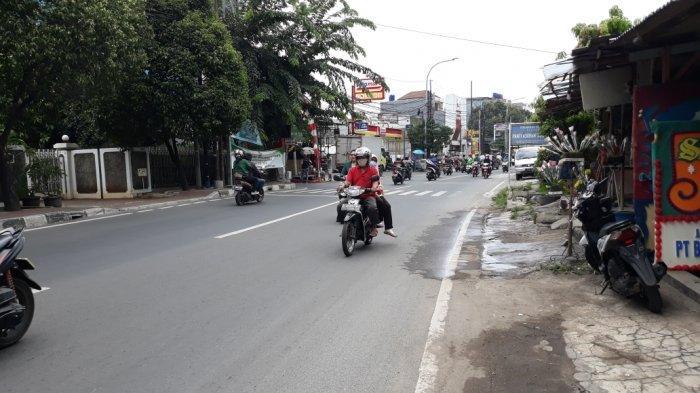 Jalan Raya Pondok Gede, Kelurahan Halim Perdanakusuma lokasi toko bunga milik Asmad di Makasar, Jakarta Timur, Kamis (8/10/2020).