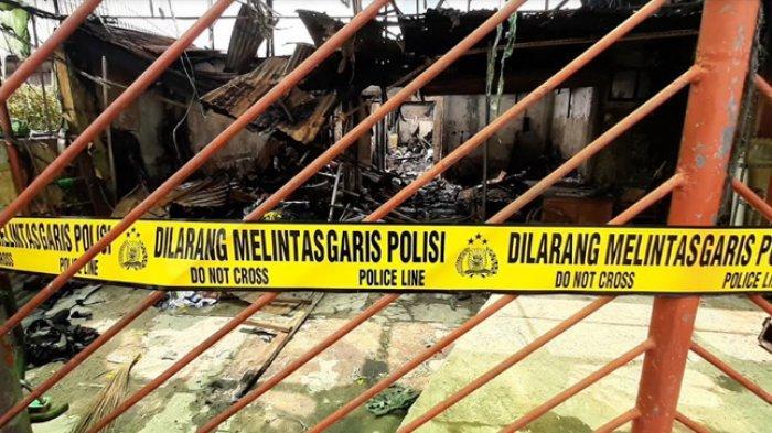 Toko Konveksi yang Terbakar di Kawasan Jalan KS Tubun Dipasang Garis Polisi