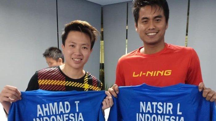 Tontowi Ahmad bertukar jersey dengan Liliyana Natsir seusai final Indonesia Masters 2019, Minggu (27/1/2019).