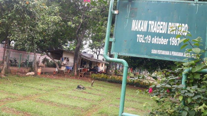 Suasana Tempat Pemakaman Umum (TPU) Kampung Kandang di blade Tragedi Bintaro 1987, Jagakarsa, Jakarta Selatan pada Senin (19/10/2020).