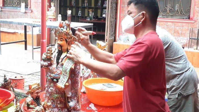 Imlek 2021, Melihat Tradisi Cuci Rupang Wihara Kwan In Thang di Tengah Pandemi Covid-19
