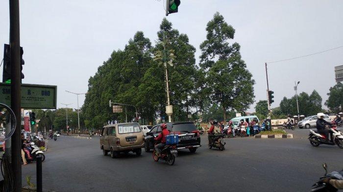 Lampu Hijau Bersamaan, Pengendara Sering Terkecoh Saat Melintas Traffic Light Malaka