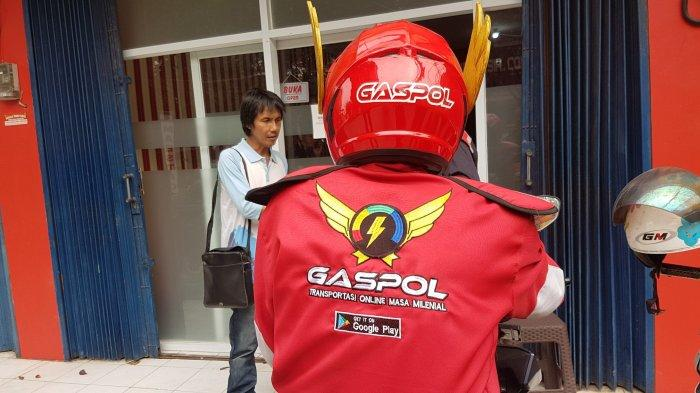 Gaspol, Moda Transportasi Online Baru Asli Depok Gunakan Helm Mirip Gundala