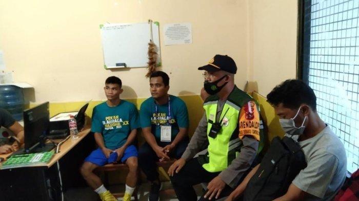 Atlet DKI Jakarta bersama kuasa hukumnya, Jil Mandagi buat laporan polisi di Polda Papua