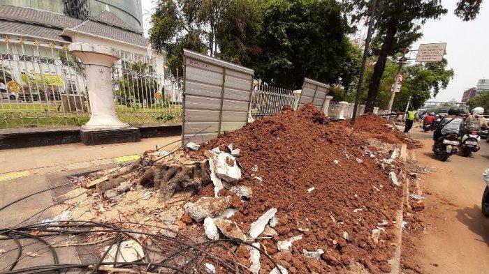 Pohon Ditebang Lagi, Revitalisasi Trotoar Jalan kawasan Salemba Raya banyak Tumpukan Tanah