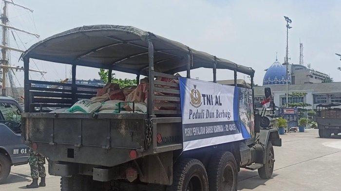 TNI AL Berangkatkan 23 Truk Bantuan untuk Bantu Korban Banjir di Bekasi dan Karawang