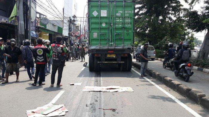 Truk kontainer berpelat 9957 WX yang melindas ibu tiga anak di Jalan Bekasi Timur Raya, Jatinegara, Jakarta Timur, Jumat (2/10/2020).