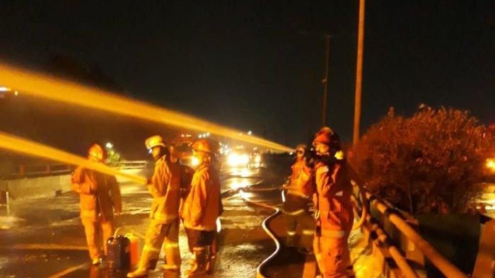 Truk Tangki Pertamina dan Toyota Cayla Terbakar di Tol Wiyoto Wiyono, 3 Orang Tewas