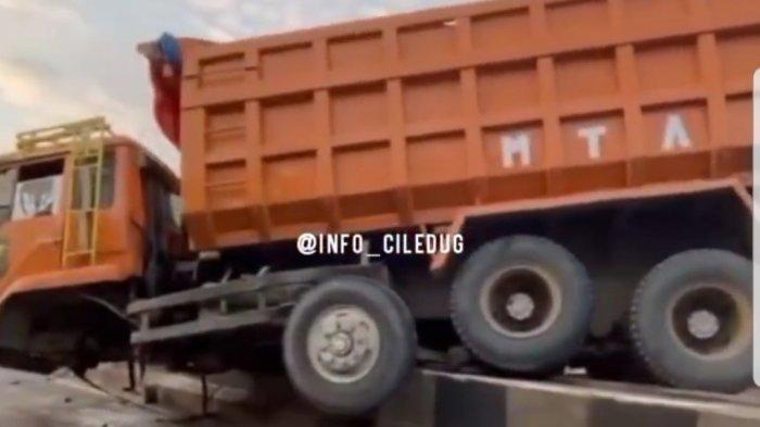 Truk Bertonase Besar Tabrak Beton Pembatas Jalan, Sopir Kabur setelah Kejadian