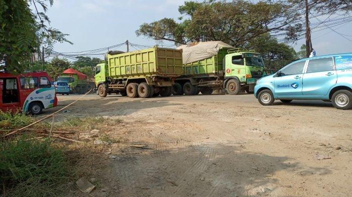 Seliweran Bikin Aspal Hancur Lebur, Truk Tanah di Jalan Perancis Tangerang Bikin Resah Warga