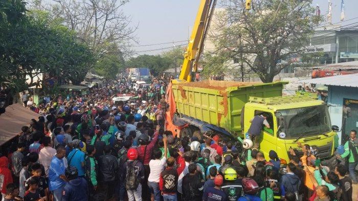 4 dari 5 Korban Tertimpa Truk Tanah di Tangerang Tewas di Lokasi, Berikut Identitasnya