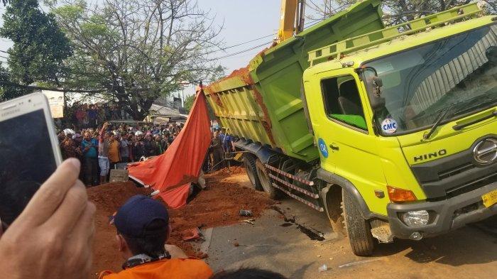 Grab Buka Suara Soal Sopir Korban Kecelakaan Truk Tanah Timpa Mobil di Tangerang Sebagai Mitranya