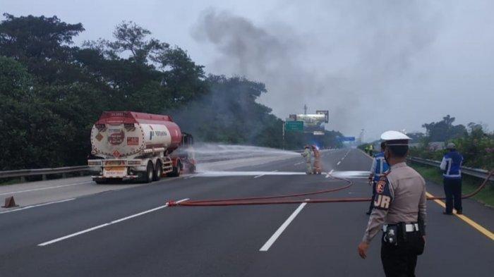 Truk Tangki Pertamina Terbakar, Lalu Lintas di Tol Jagorawi KM 18 Sempat Berhenti