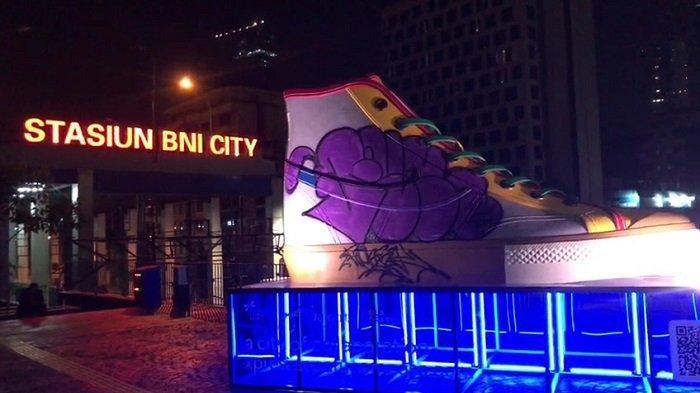 Tugu Sepatu di Jalan Jenderal Sudirman Dicoret-coret, Saksi Mata: Saya Kira Mau Foto-foto
