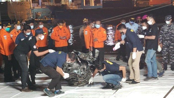KNKT: Pesawat Sriwijaya Air SJ-182 Diduga Tidak Meledak Sebelum Membentur Permukaan Laut