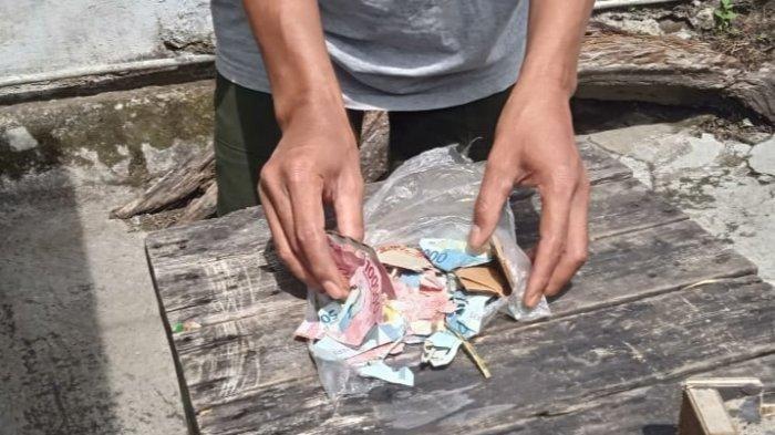 Yadi Supardi terpaksa harus menunda melaksanakan kurban di hari raya Idhuladha karena seluruh uang hasil tabungannya habis dimakan rayap