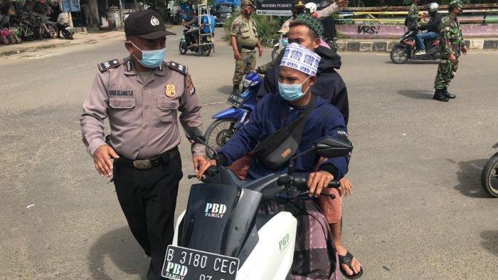 Guru Besar Abuya Uci Wafat, Polisi Lakukan Penyekatan Kurangi Kerumunan Massa