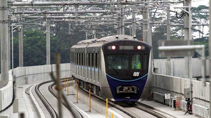 Anies Ucapkan Terima Kasih ke Pemilik Warung Pempek yang Sumbang Lahan untuk Pembangunan Kereta MRT