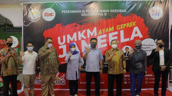 Tanpa Modal, 30 Gerobak Gratis dari Ayam Geprek Jameela dan OK OCE untuk Pelaku UMKM di Jaktim