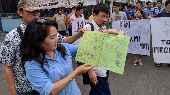 Merasa Haknya Dicuri Pemerintah, Pemilik Ruko Demo Gedung Eks Borobudur