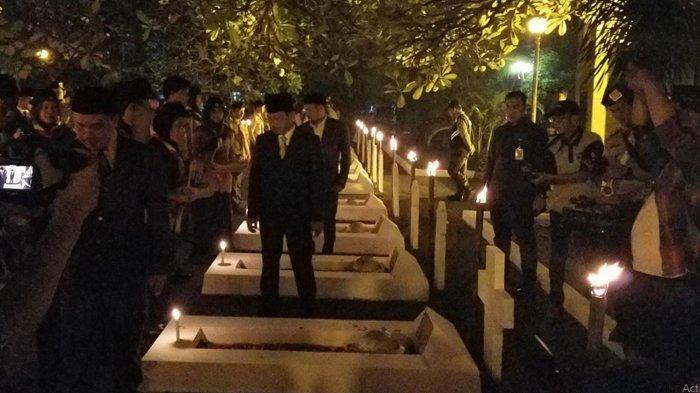 Polisi, TNI dan Pemerintah Kota Tangerang Tabur Bunga di Makam Daan Mogot Tengah Malam