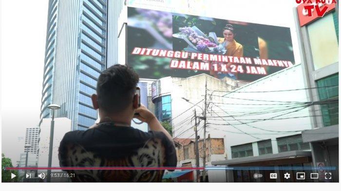 Tak Segan Bayar Rp 100 Juta, Uya Kuya Pajang Foto Jadul Denise Cadel di Billboard: Supaya Lu Populer