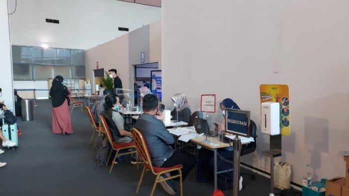 Penumpang di Bandara Soekarno-Hatta bisa melakukan vaksinasi Covid-19 sebelum terbang ke tujuannya di Sentra vaksinasi Covid-19 tersebut dibuka di Terminal 2 dan 3, Sabtu (3/7/2021).