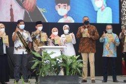 Vaksinasi Covid-19 di  District 1 Meikarta, Lippo Cikarang Kabupaten Bekasi untuk anak usia 12 - 17 tahun dan anak berkebutuh khusus, Rabu (26/8/2021).