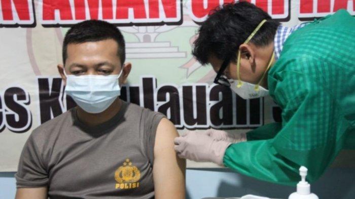 310 Anggota Polri di Kepulauan Seribu Terima Vaksinasi Covid-19 Sinovac