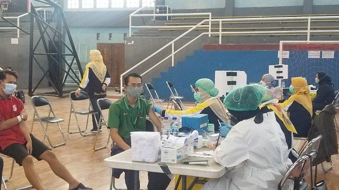 Vaksinasi Covid-19 Untuk Pelaku UMKM dan PKL di Kota Tangerang Mulai Dilaksanakan
