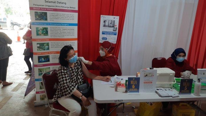 Vaksinasi di Polres Metro Bekasi Kota Jalan Pangeran Jayakarta, Kecamatan Medan Satria, Kota Bekasi