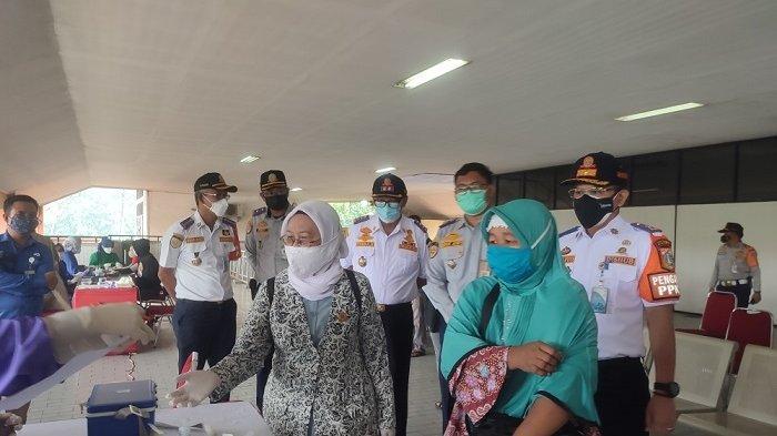 1.300 Kuota Vaksin Disiapkan Untuk Sopir Bus Hingga Pedagang Terminal Kampung Rambutan