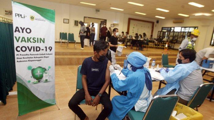 Vaksinasi digencarkan oleh pemerintah, komunitas-komunitas masyarakat termasuk dunia usaha.