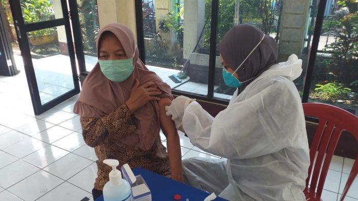 Daftar Lokasi Vaksinasi Corona Bagi Warga DKI Usia 18 Tahun ke Atas, Catat Syaratnya!